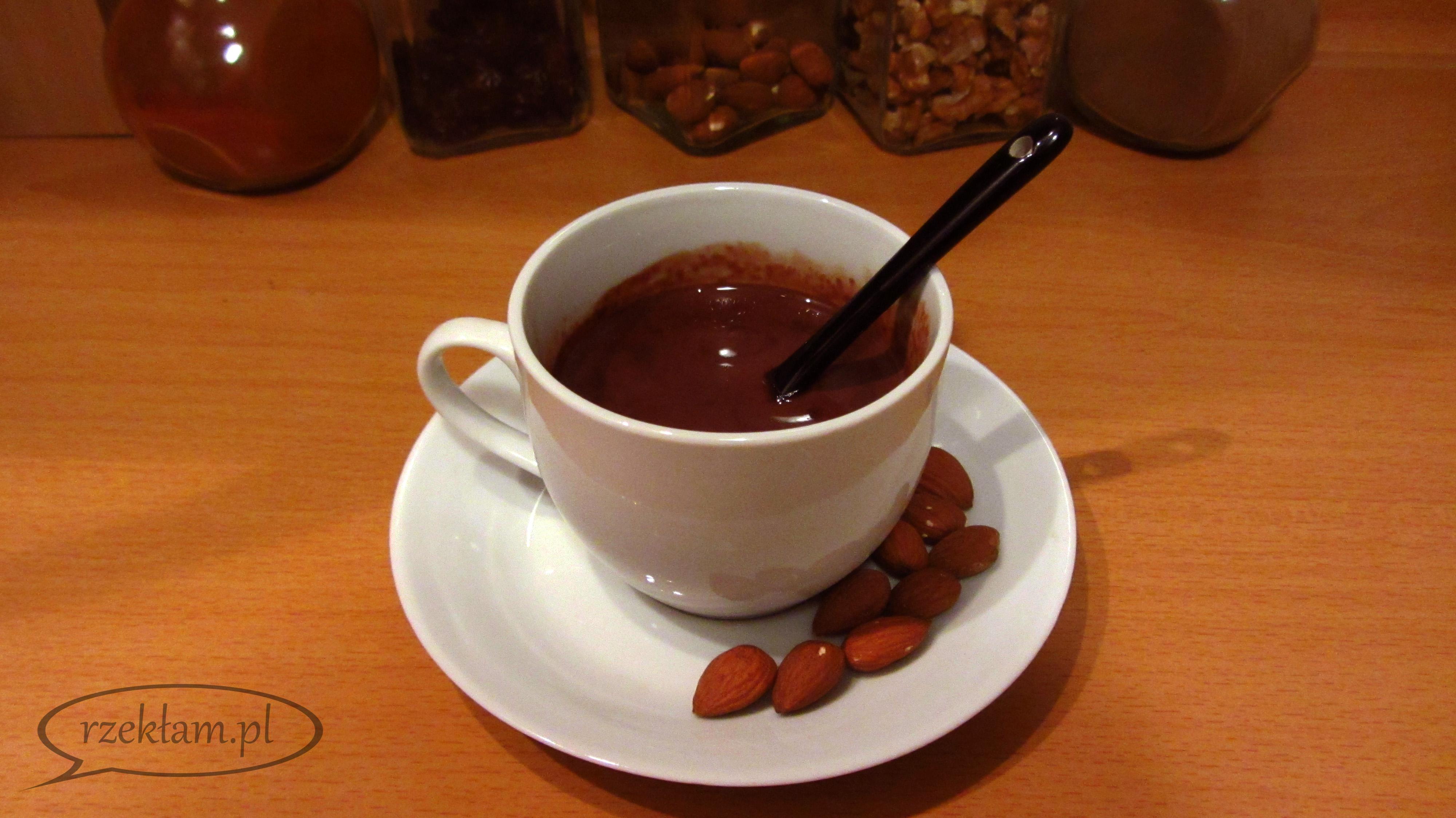 Przepis na prostą, domową czekoladę