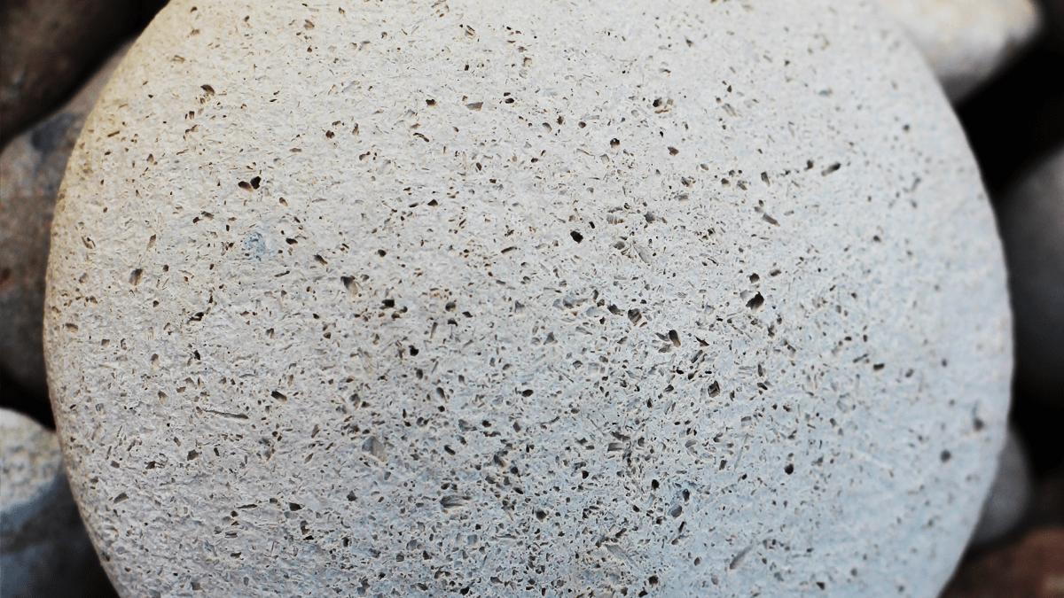 mydlany-kamień-peelingujący-z-bliska-Pierre-Plaisir