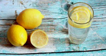 Czy picie wody z cytryną na pusty żołądek ma sens?