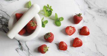 Domowe, naturalne kosmetyki z truskawek. Poznaj sprawdzone przepisy!