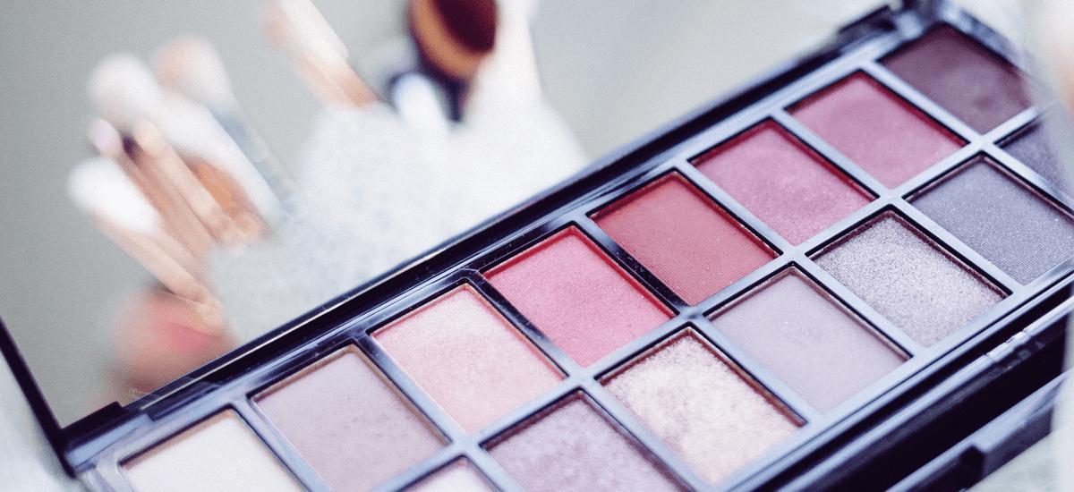 Promocja -55% na kolorówkę w Rossmannie. Jakie kosmetyki warto kupić podczas promocji?