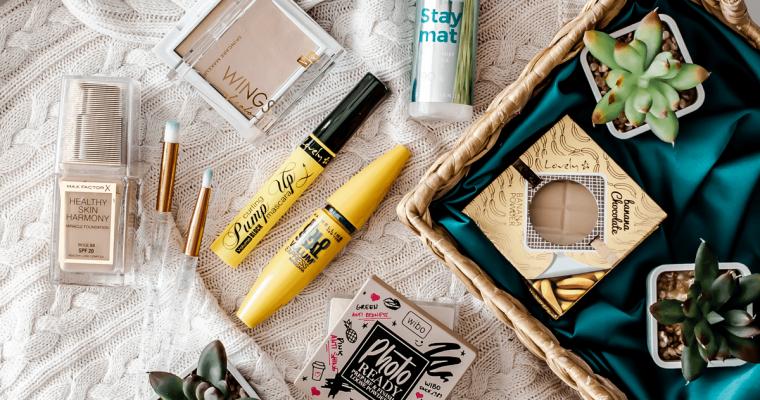 Jakie kosmetyki kolorowe kupić w Rossmannie? Promocja na kosmetyki do makijażu