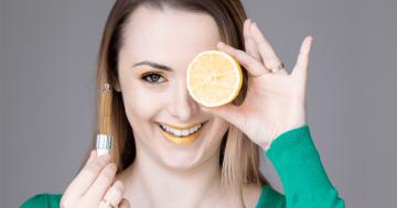 Witamina C w kosmetykach. Jak działa? Najlepsze kosmetyki z witaminą C