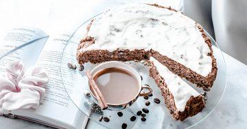Bezglutenowe ciasto marchewkowe ze śmietankową polewą – prosty przepis
