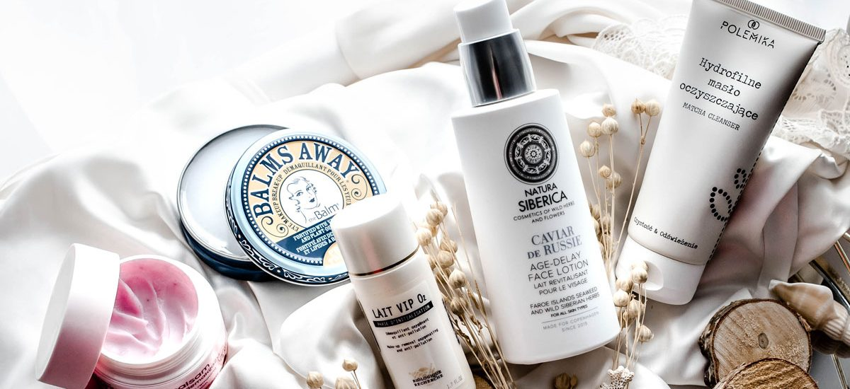 Prawidłowy demakijaż cery. Jak i czym zmywać makijaż?